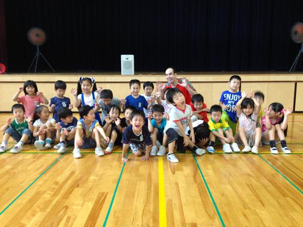 富山芝園小学校のみなさんと一緒に英語リトミック